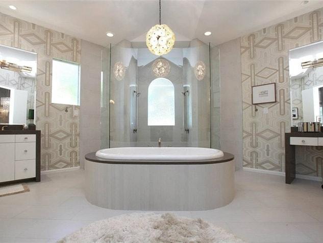 tony-romos-bathroom
