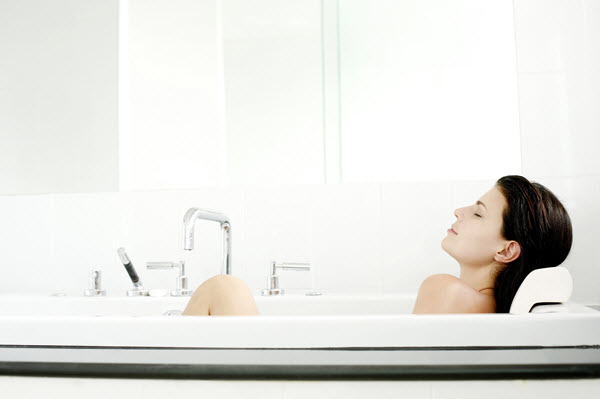 how to get rid of back pain hot bath