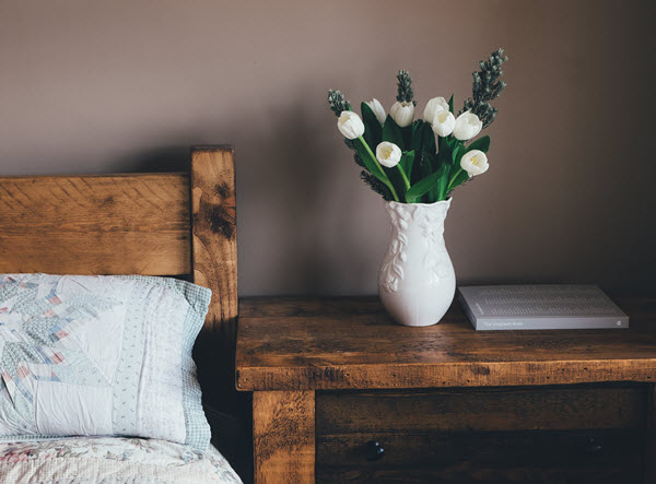 how to make an apartment bedroom homey