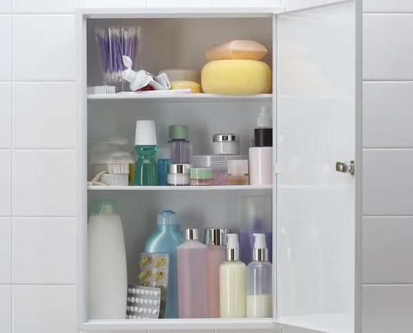 decluttering bathroom cabinet